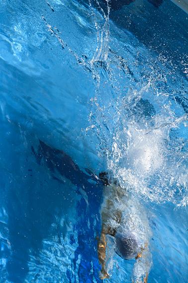0906swim.jpg
